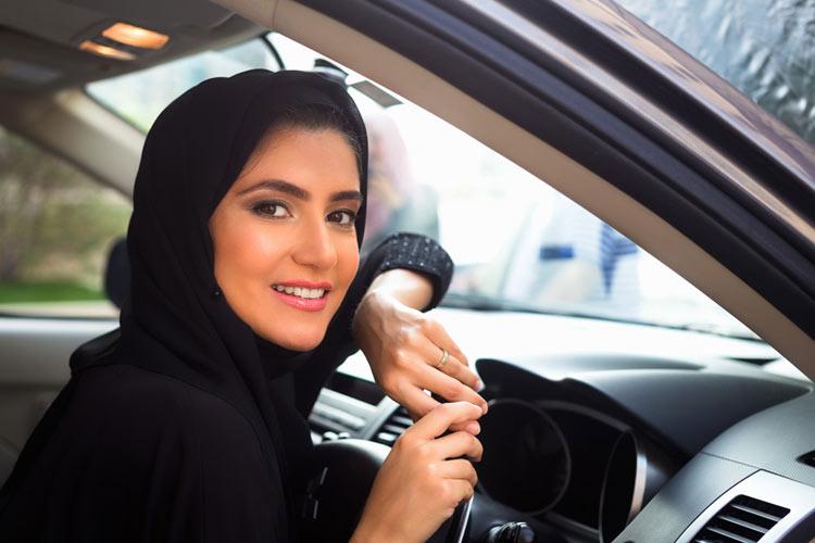 গাড়ি চালানোর অনুমতি পেয়েছে সৌদি আরবের নারীরা