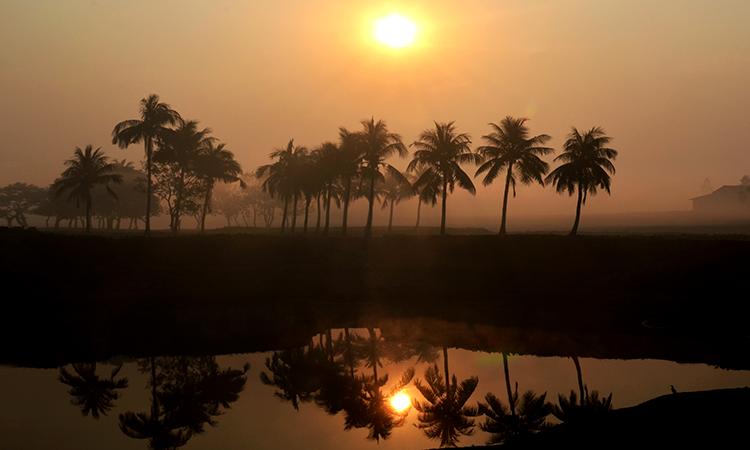 সূর্য অস্ত যাওয়ার মুহূর্ত- ছবিটি তুলেছেন মোল্লা তোফাজ্জল