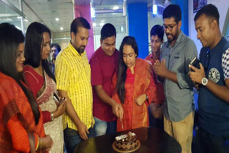 ৮ এপ্রিল বিবার্তা সম্পাদক বাণী ইয়াসমিন হাসির জন্মদিনে পোর্টালটির কারওয়ানজার কার্যালয়ে শুভকামনা জানান শুভাকাঙ্ক্ষী-সহকর্মীরা
