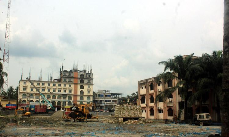 ঝিনাইদহ শহরে একমাত্র শিশুপার্ক ভেঙে নির্মাণ করা হচ্ছে বহতল ভবন