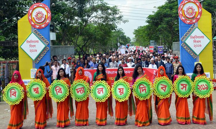 বেগম রোকেয়া বিশ্ববিদ্যালয়ের প্রতিষ্ঠাবার্ষিকীর শোভাযাত্রা